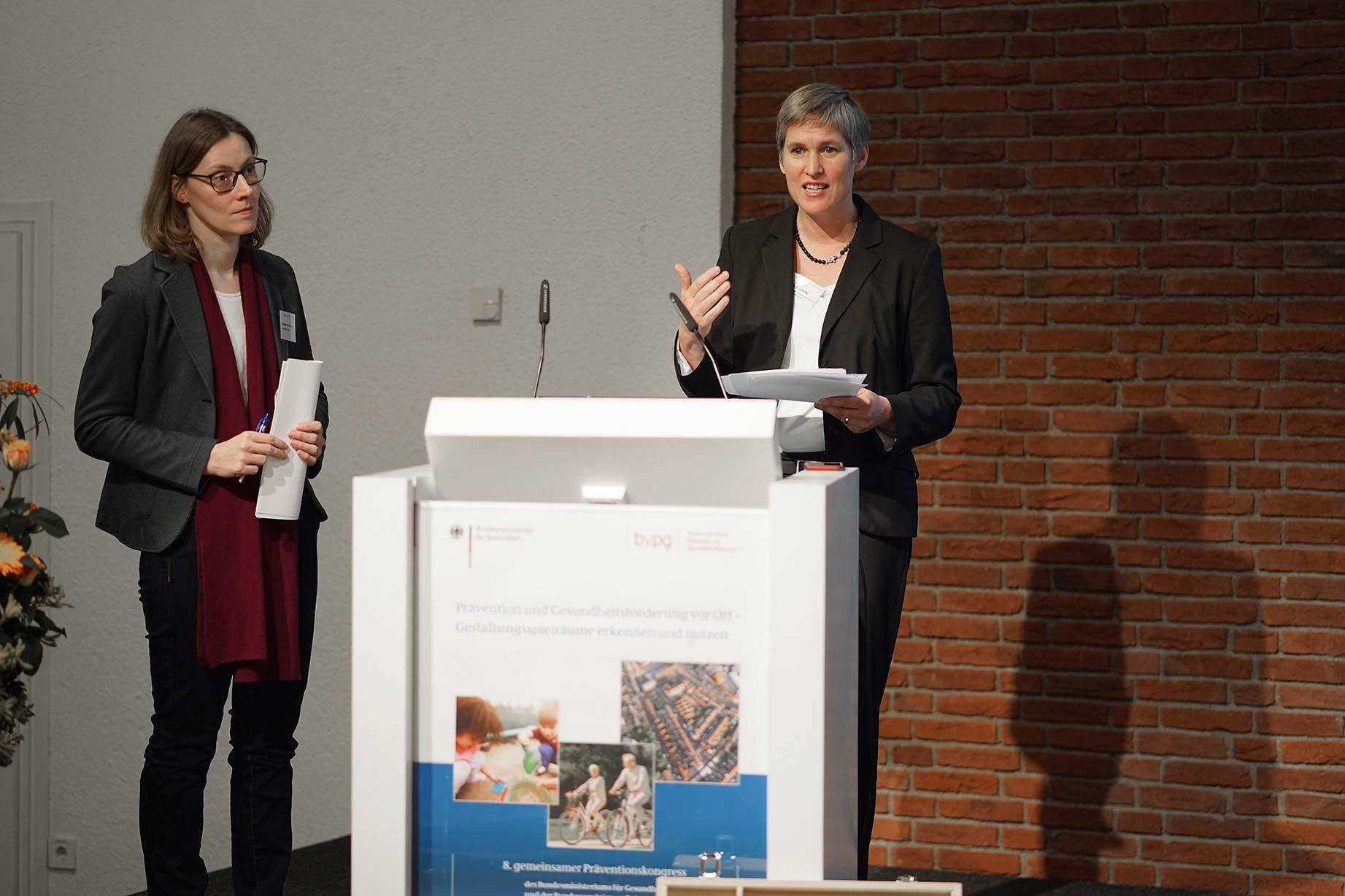 Christine Kühnemund und Prof. Dr. Gesine Bär