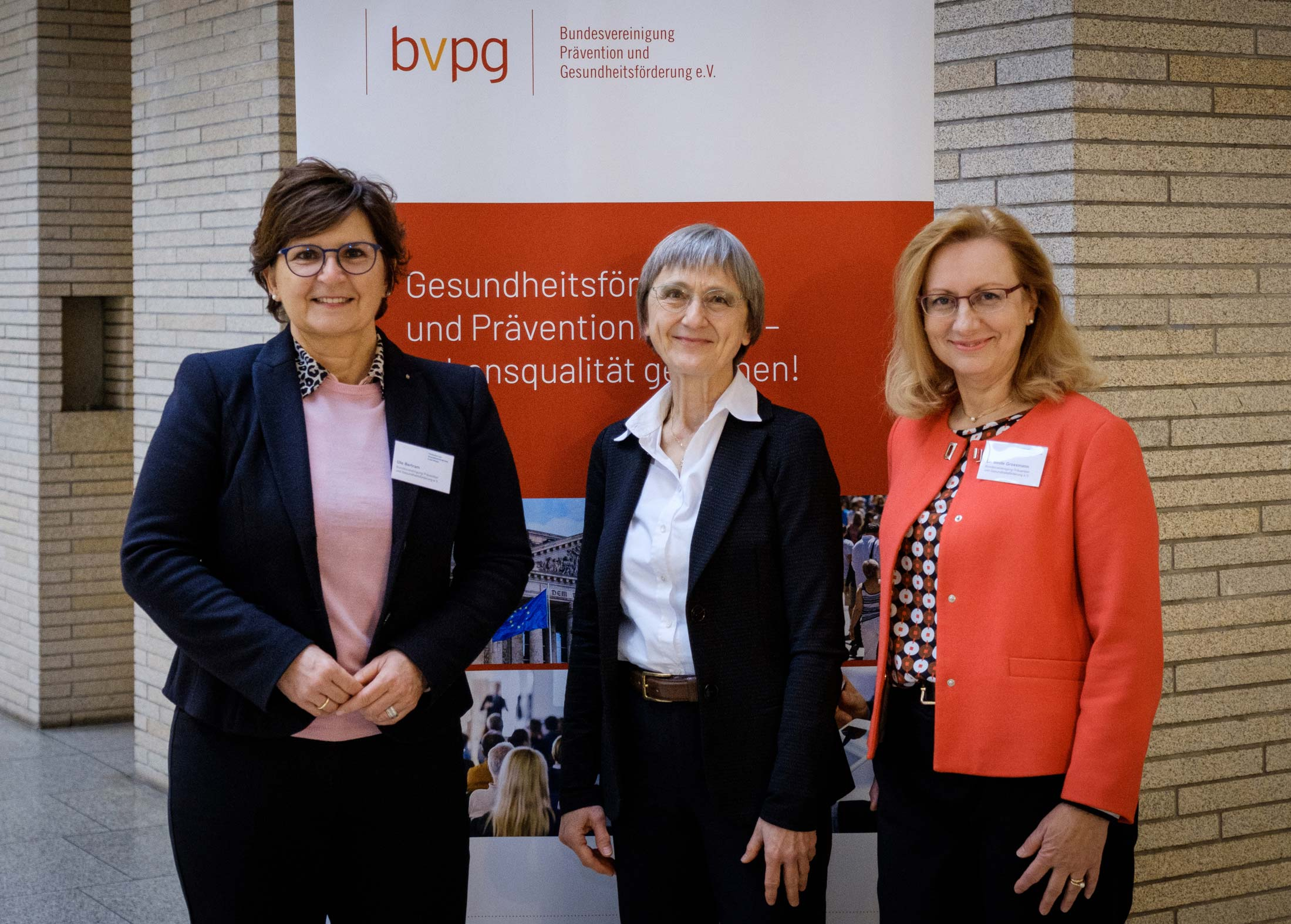 alt Ute Bertram, AL Birgit Naase, und Dr. Beate Grossmann