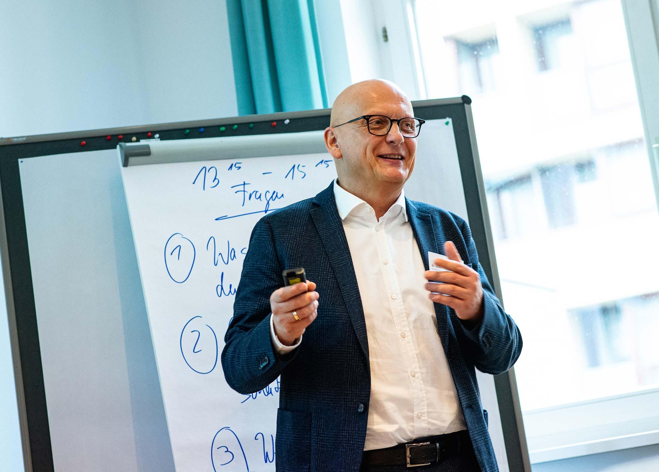 Dr. Dieter Frisch