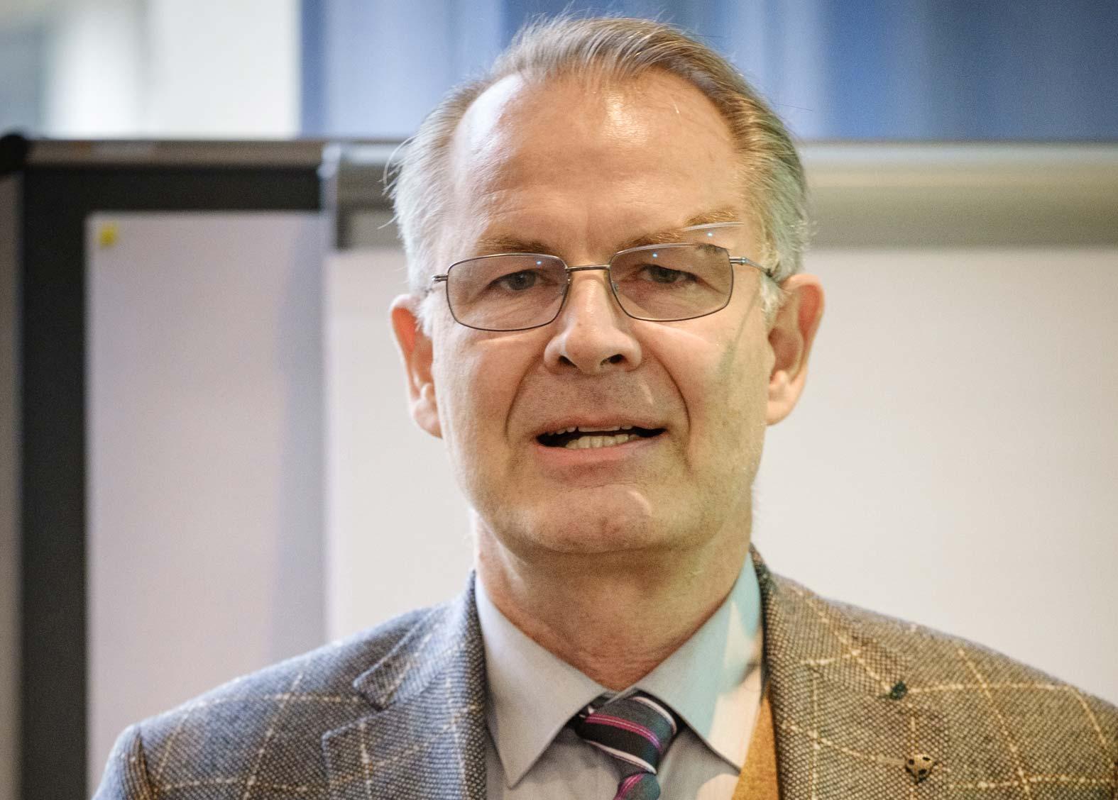 Dr. Michael Drupp